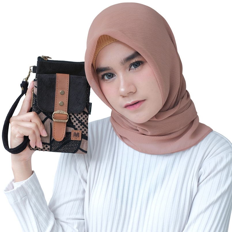Small-Pocket-Makara-On-Model-Perempuan